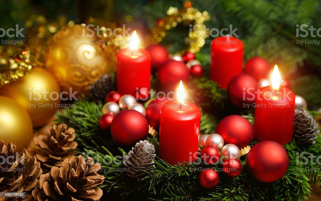 Advent Kranz mit drei brennende Kerzen – Foto