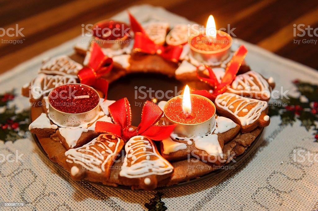Advent Kranz mit Kerzen in Flammen – Foto