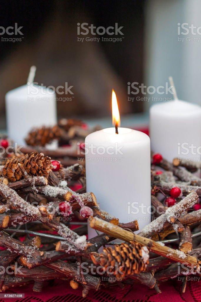 Wth guirnalda de Adviento Navidad velas - foto de stock