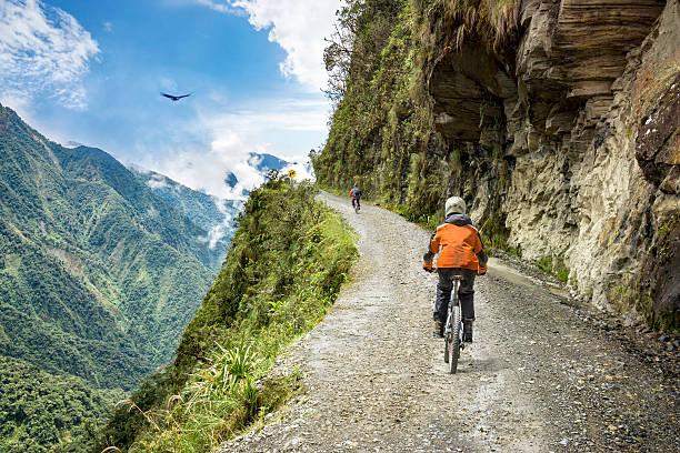 adventure travel downhill biking road of death - 玻利維亞 個照片及圖片檔