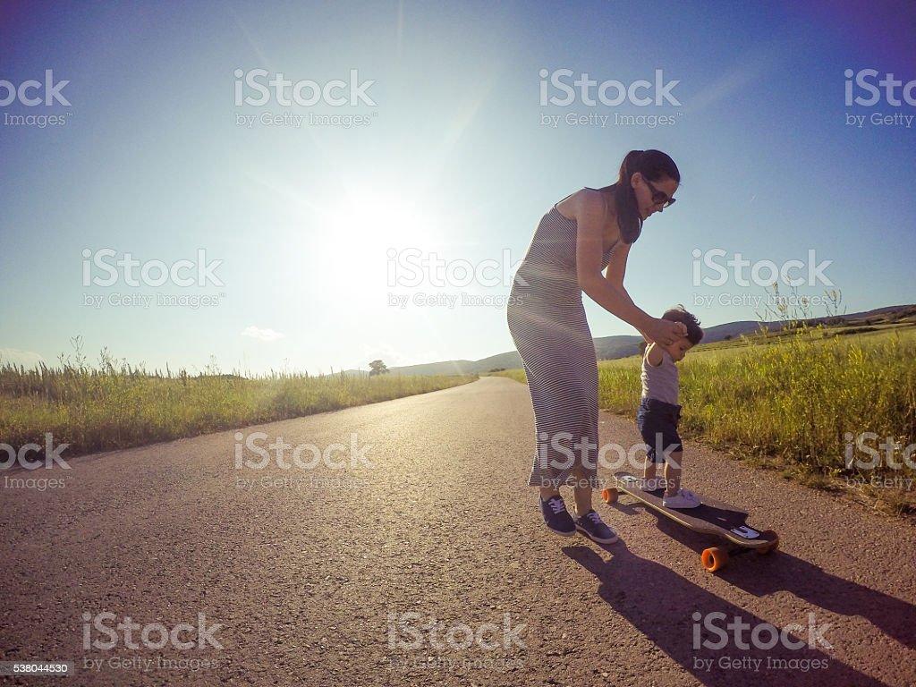 Aventura jovem família - foto de acervo