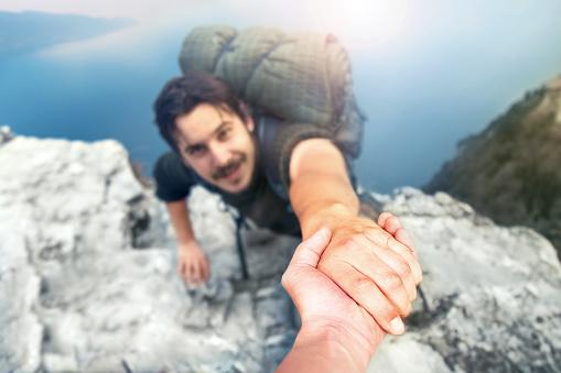 Adventurers Helping Each Other To Climb The Mountain Stockfoto und mehr Bilder von Abenteuer