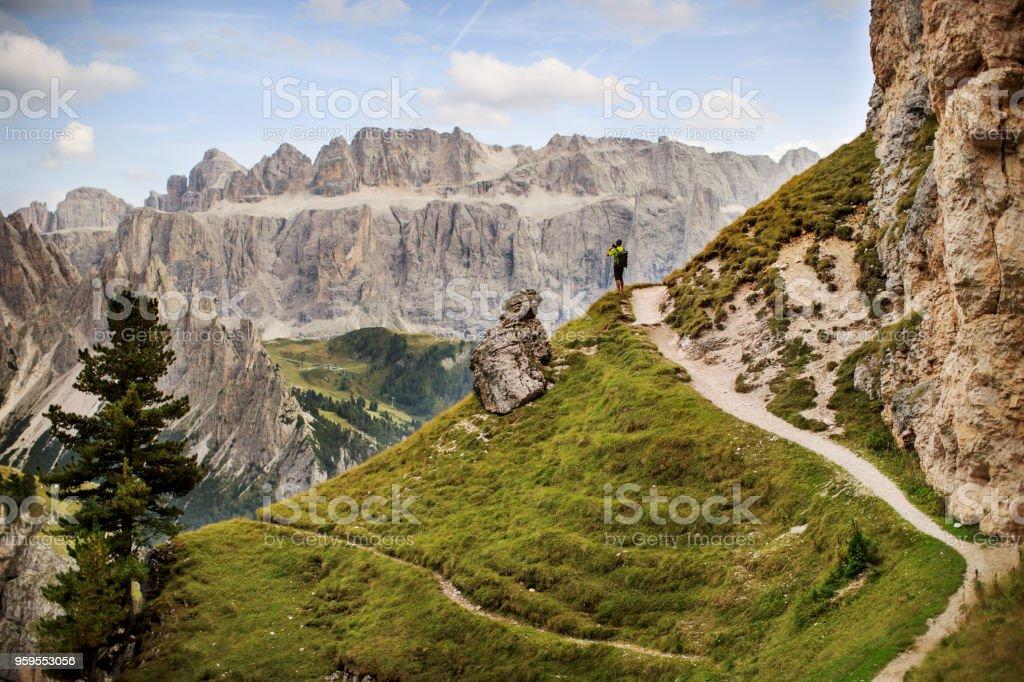 Abenteuer eines Mannes auf dem Berg Wandern – Foto
