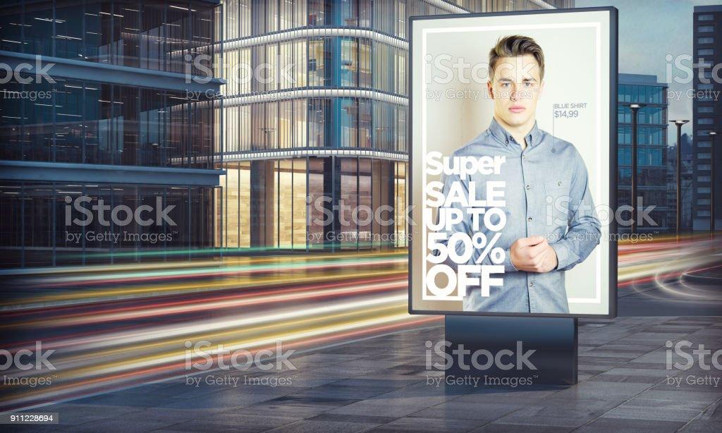 Werbung Mode Verkauf Plakatwand in Stadt Nacht – Foto