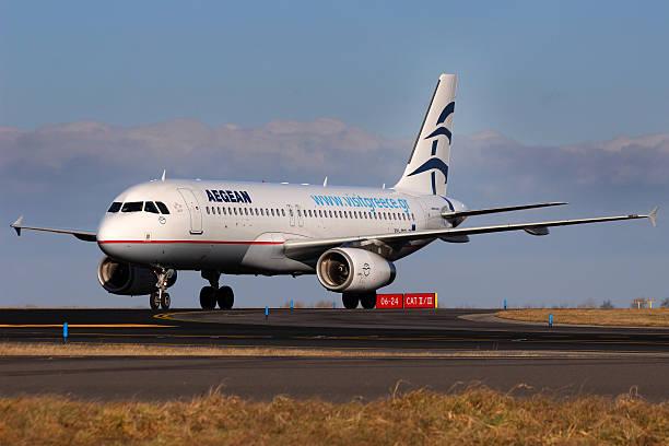 aegean airlines - ägäische inseln stock-fotos und bilder