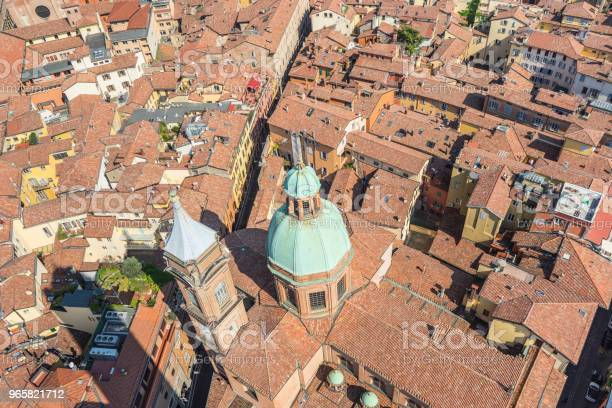 Вид На Атерию С Башни Асинелли На Крышах Болоньи Италия — стоковые фотографии и другие картинки Torre degli Asinelli