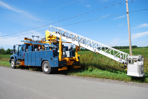 aerial bucket truck at work, camion echelle a nacelle
