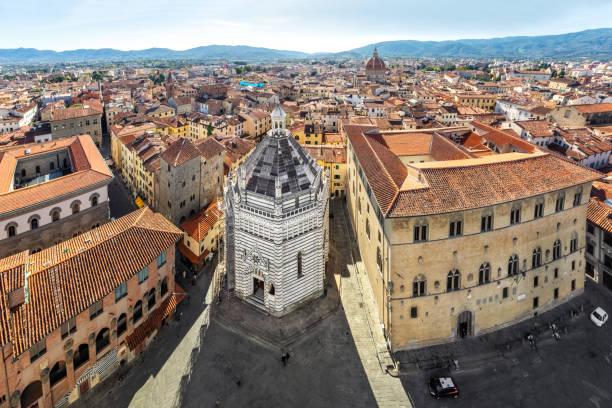 Aerial Stadtbild von Pistoia, Italien – Foto