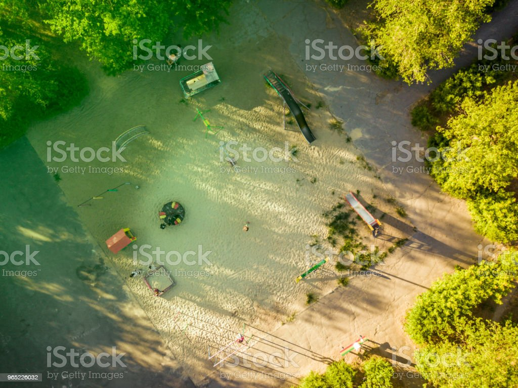 aerial directly above view of children playing in the yard on a summer day zbiór zdjęć royalty-free
