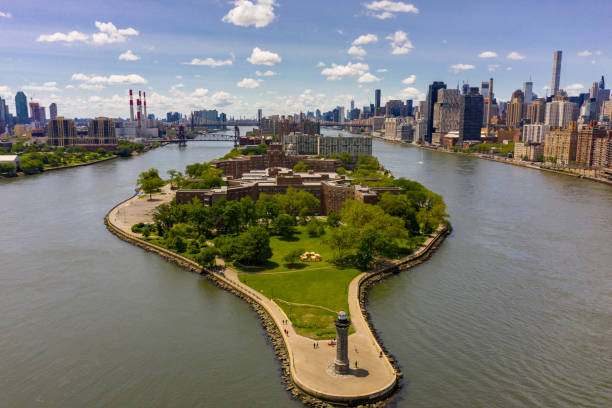 aerial drone photo roosevelt island lighthouse - roosevelt island foto e immagini stock
