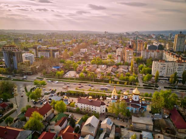 키시네프 시의 기독교 교회의 공중 드론 보기 - 몰도바 뉴스 사진 이미지