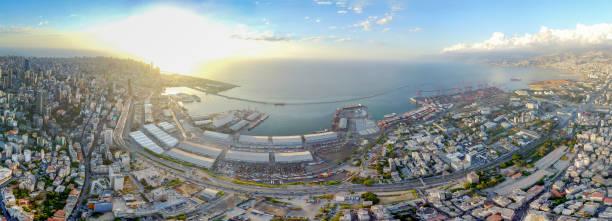 8月4日爆炸前貝魯特港的無人駕駛視圖。 - beirut explosion 個照片及圖片檔
