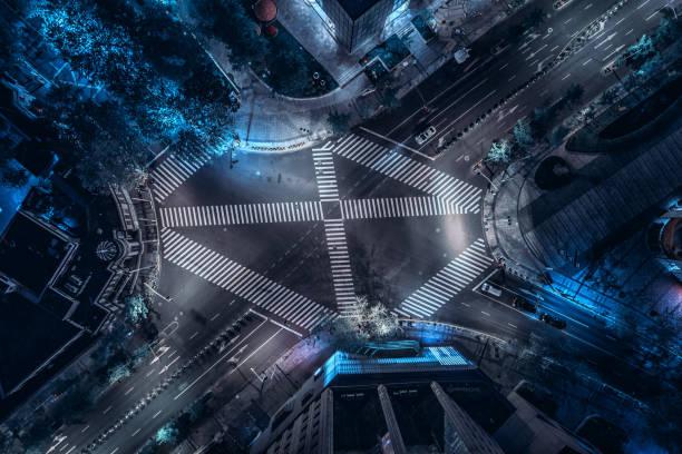 Luftbild-Drohne Blick auf Stadt Kreuzung während der Nacht – Foto