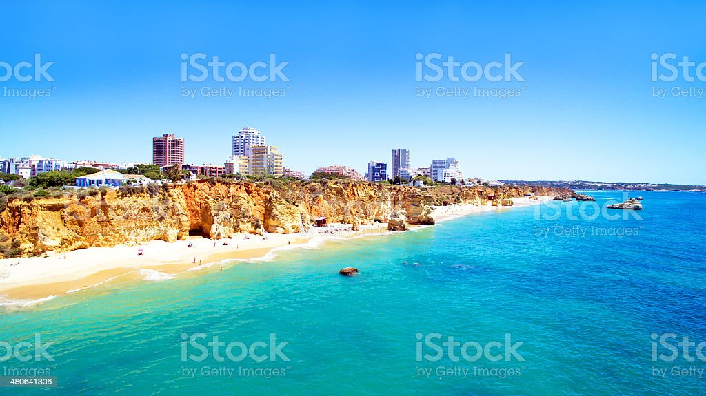 Antena de Praia da Rocha no Algarve, Portugal - fotografia de stock