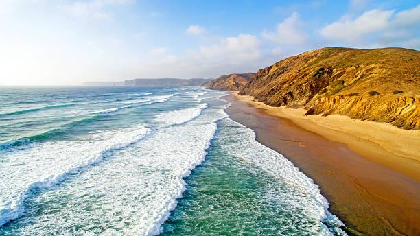 luftaufnahme von praia vale figueiras in portugal - kapverdische inseln stock-fotos und bilder