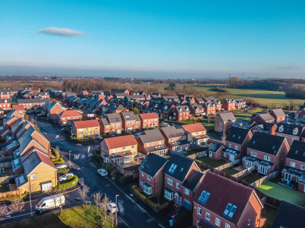aerial houses residential british england drone above view summer blue sky agent immobilier - sky photos et images de collection
