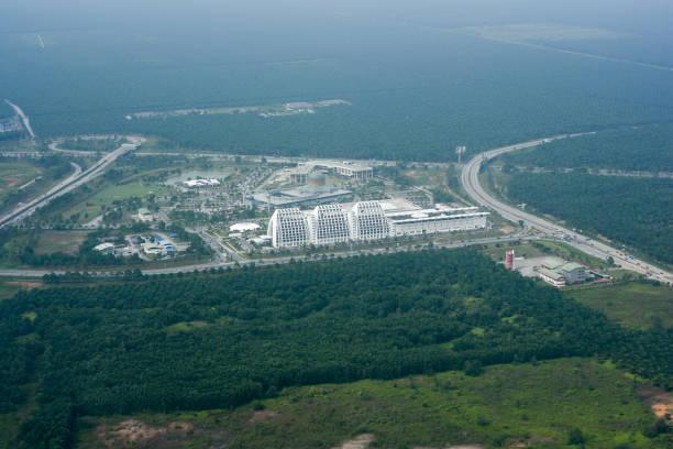 image aérienne d'immeuble moderne - omra photos et images de collection