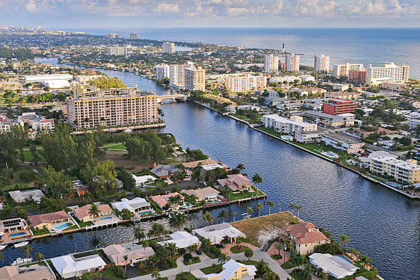 aerial imagery of the atlantic intracoastal waterway at day - newspaper beach stockfoto's en -beelden