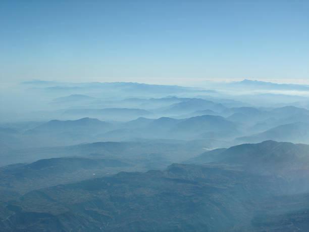 aerial mountains - fsachs78 stockfoto's en -beelden