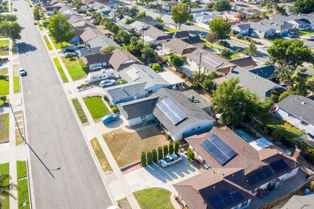 Aerial Neighborhood with Solar Panels A neighborhood in southern California where many homes have solar panels installed residential district stock pictures, royalty-free photos & images