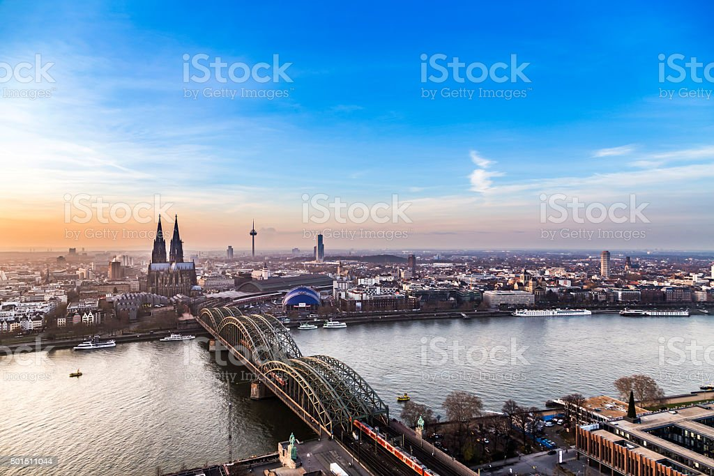 Luftaufnahme von Köln im Sonnenuntergang - Lizenzfrei 2015 Stock-Foto