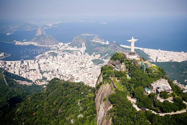 luftbild von rio de janeiro - brasilien stock-fotos und bilder
