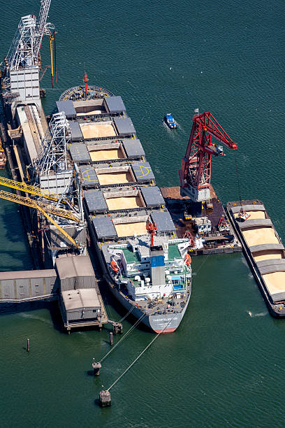 Aerial of Theofylaktos being unloaded by a floating crane​​​ foto