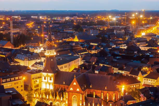 Aerial Panorama von Hasselt in der Nacht – Foto