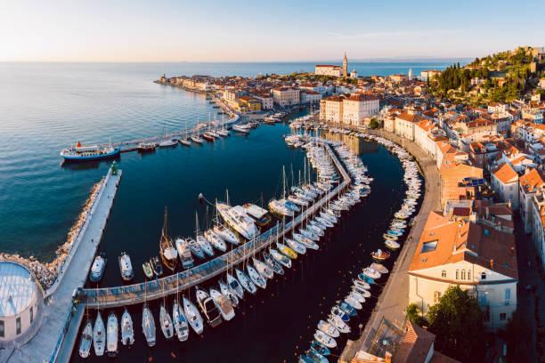 aerial panorama of slovenian city piran - słowenia zdjęcia i obrazy z banku zdjęć