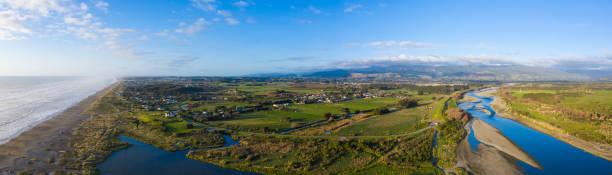 뉴질랜드 카피티 해안 지역의 오타키 지역의 공중 파노라마 - 태즈먼 해 뉴스 사진 이미지