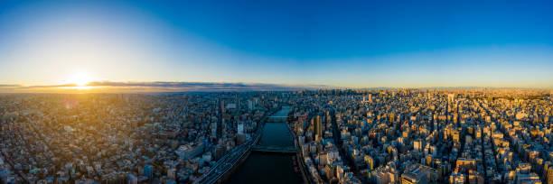 Luftbild ansicht per Drohne von Tokyo Cityscape bei Sonnenaufgang.  in Tokio, Japan. – Foto
