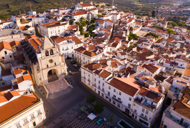 aerial panoramic view of elvas sity with main square and cathedral - fotos de portalegre imagens e fotografias de stock