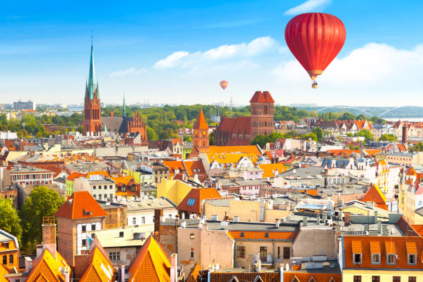 aerial panoramic view of historical buildings and roofs in polish medieval town torun - польша стоковые фото и изображения