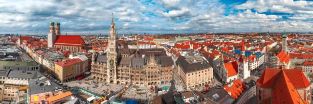aerial panoramic view of old town, munich, germany - marienplatz foto e immagini stock