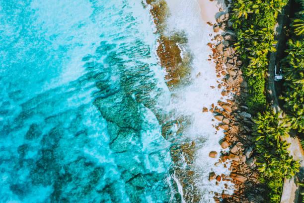 마헤 아일랜드, 세이셸에서 기괴 한 낙원 열 대 해변 안 세 바 자르 카의 항공 사진. 여름 방학, 여행 및 라이프 스타일 컨셉 - 마헤 섬 뉴스 사진 이미지