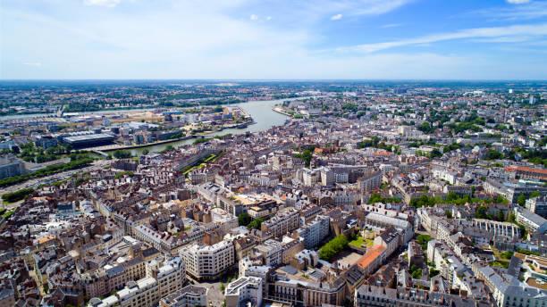 photo aérienne du centre ville de nantes - nantes photos et images de collection