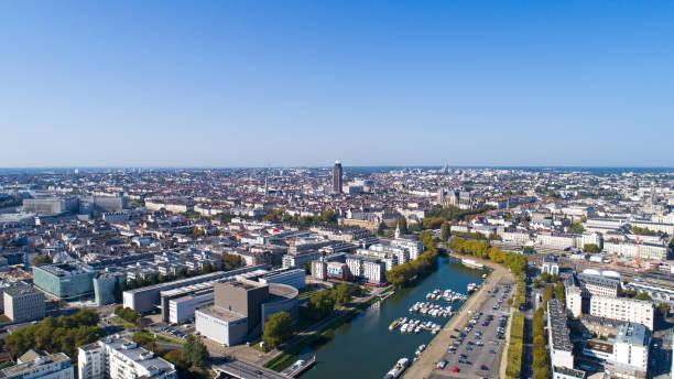photographie aérienne du centre ville de nantes - nantes photos et images de collection