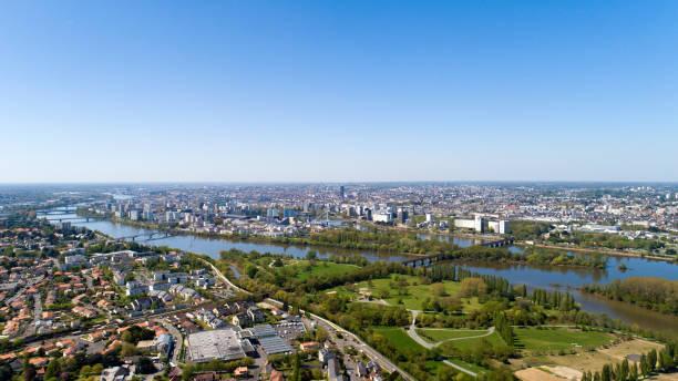 photographie aérienne de la ville de nantes - nantes photos et images de collection