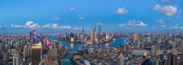 Luftbild-neue Skyline von Shanghai Nacht – Foto