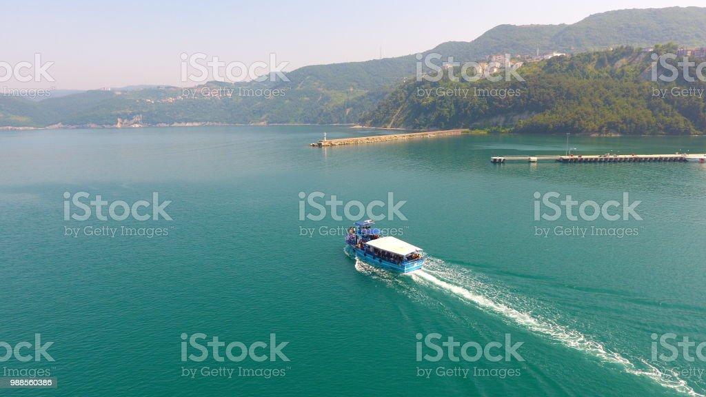 Bir Yelkenli tekne hava peşinde stok fotoğrafı