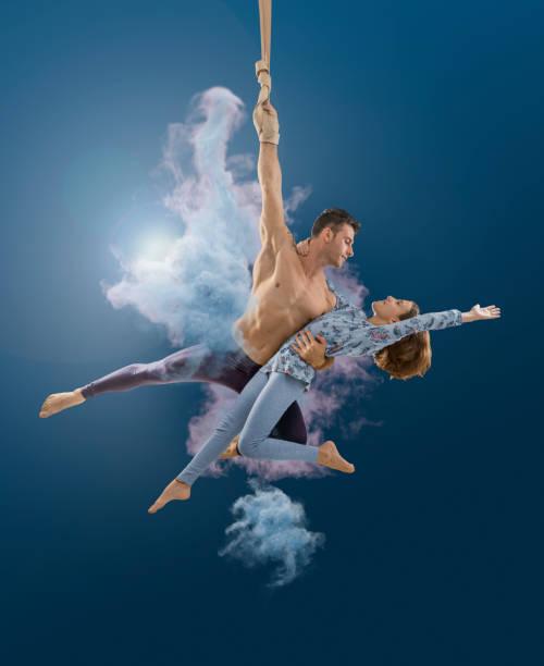 Aerial Seil Künstlerpaar durchführen in der Luft am Zirkus – Foto