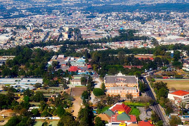 luftaufnahme von zona 13, guatemala-stadt, guatemala. - guatemala stadt stock-fotos und bilder