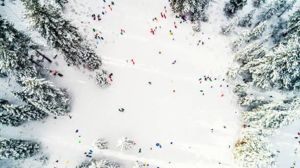 aerial rodeln winter wonderland von oben - lake tahoe winter stock-fotos und bilder