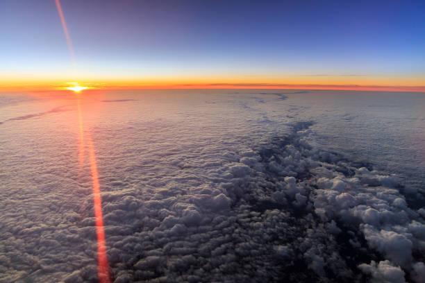 Sonnenaufgang in der Luft über den Niederlanden – Foto