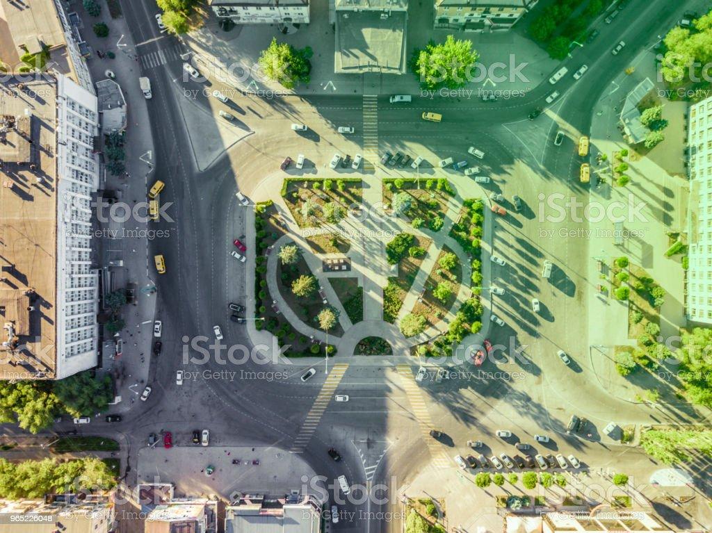 aerial top down traffic circle road in the busy city zbiór zdjęć royalty-free