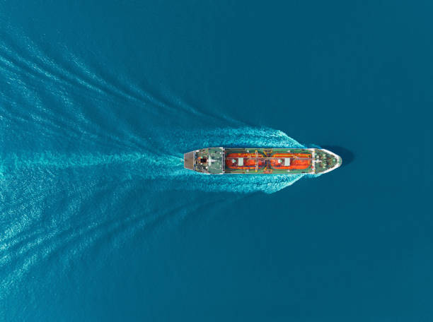 aerial top view oil ship tanker carier oil from refinery on the sea. - nave foto e immagini stock