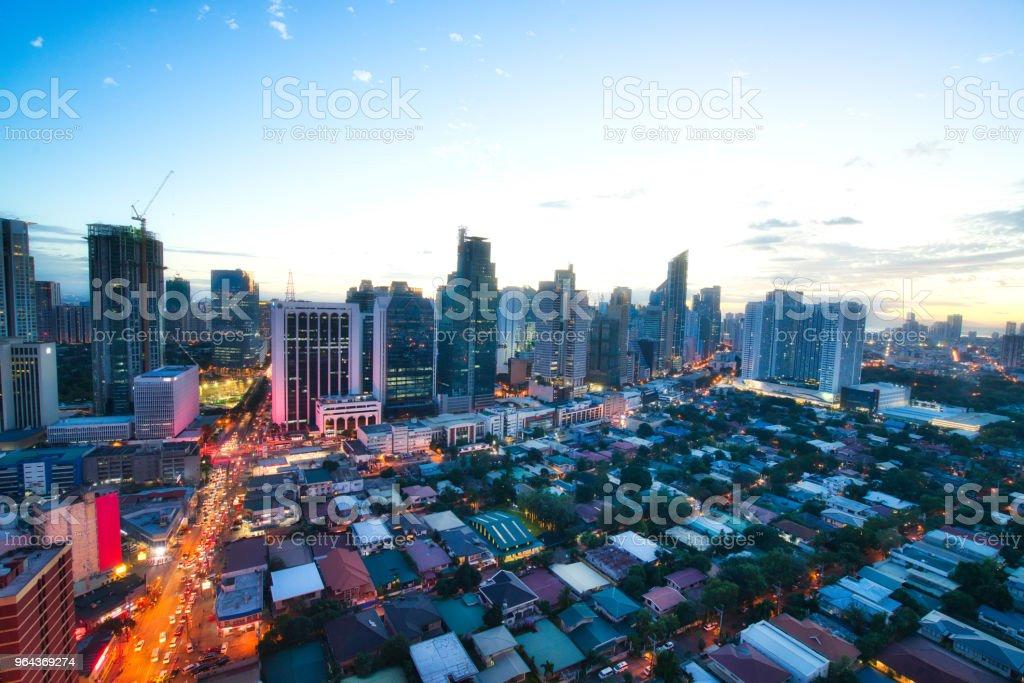 Vista aérea no distrito empresarial de Crepúsculo de Makati, Manila, Filipinas - Foto de stock de Apartamento royalty-free