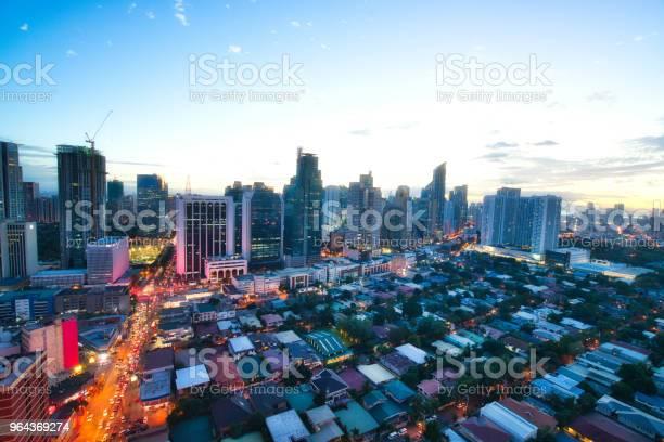 Foto de Vista Aérea No Distrito Empresarial De Crepúsculo De Makati Manila Filipinas e mais fotos de stock de Apartamento