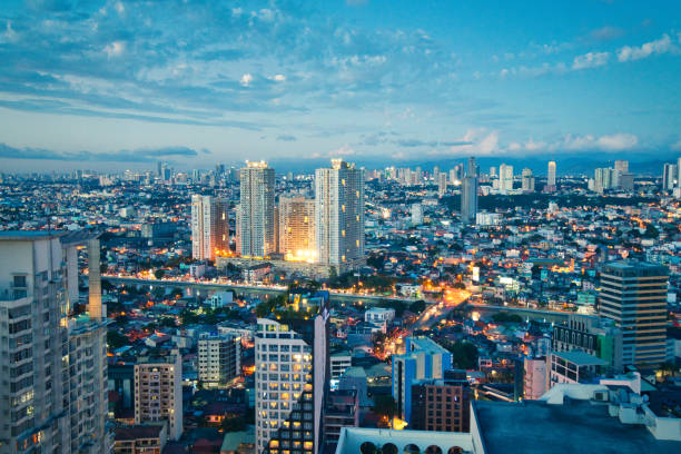 Luftbild bei Dämmerung von Makati Geschäftsviertel, Manila, Philippinen – Foto