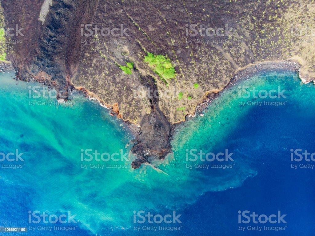 Archipel de Vista Aérea Banda Îles Moluques en Indonésie, Pulau Gunung Api, des coulées de lave, récif corallien. Destination touristique voyage top, meilleur, plongée avec tuba. - Photo